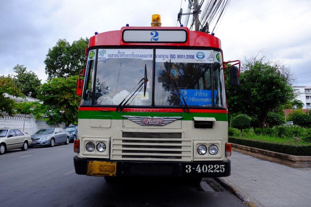 I tenle autobus má větší charisma než ty