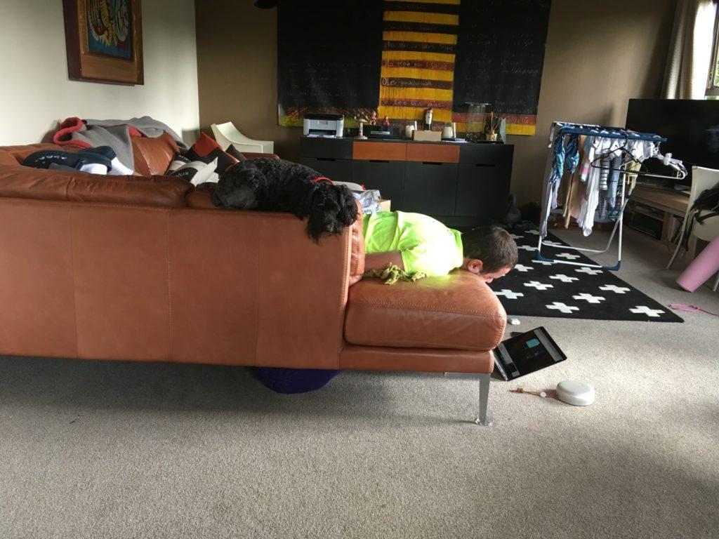 nechápu, jak mohl v této poloze usnout :D