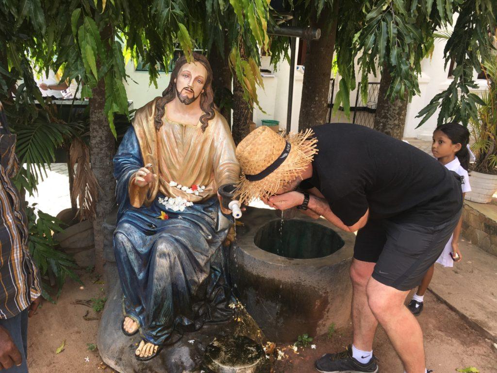 Mara pije vodu od Ježíše. Já Ježíšovi až tolik neveřila.